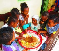 DIe Kinder beim Essen