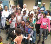 Besuch in Addis: Ephrem (rechts unten) und Peggy (hinten links)